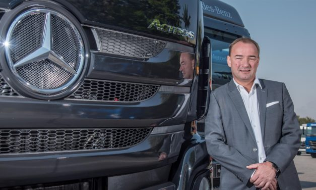 Mercedes-Benz aumenta produção em Juiz de Fora