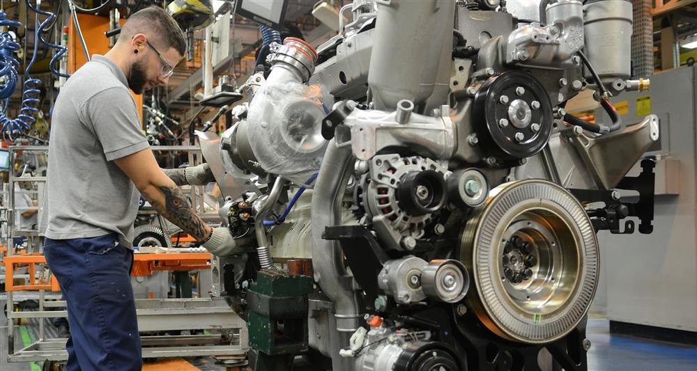 Mercedes-Benz: 3 milhões de motores produzidos.