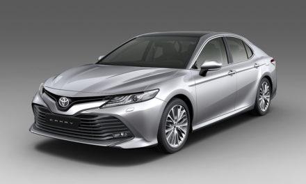 Novo Toyota Camry desembarca no País