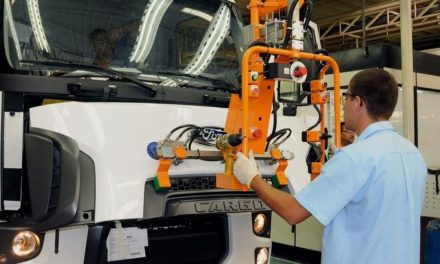 Ford aumenta a produção de caminhões