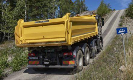 Mercado de caminhões cresce 44% no mês