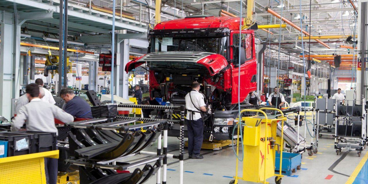 Produção de caminhões avança 46% em fevereiro
