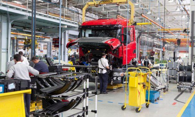 Produção de caminhões anota redução de 95% em abril