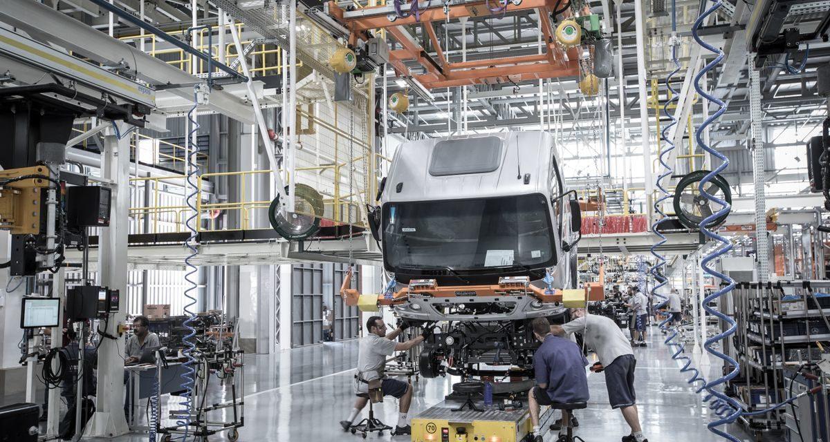 Chuvas interrompem produção na Mercedes-Benz