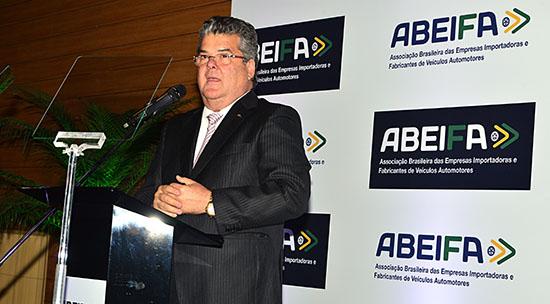 Mercado de importados tem alta de 37,8% no bimestre