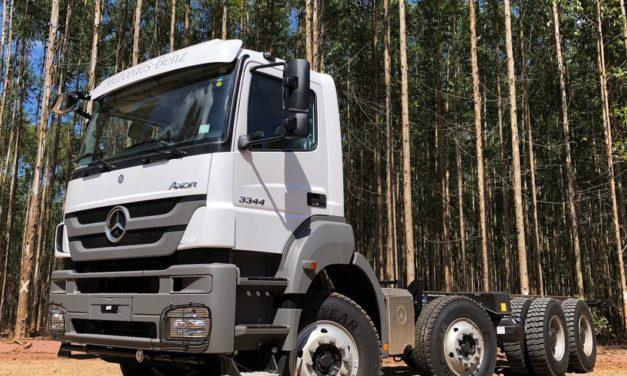 Mercedes-Benz Axor para levar madeira