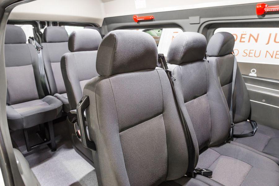jumpy minibus