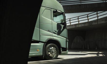 Mercado de caminhões registra alta de 77% em abril