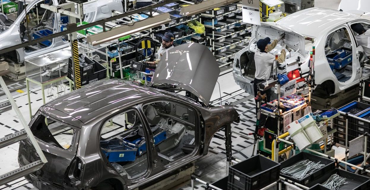 Toyota contratará 870 trabalhadores para operar em três turnos