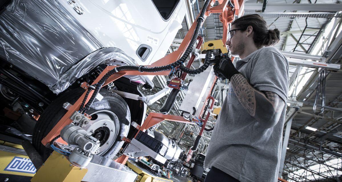 Produção de caminhões cai 18% em maio
