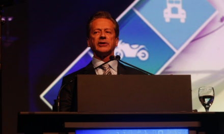 Consumidor está retraído, diz presidente da Fenabrave