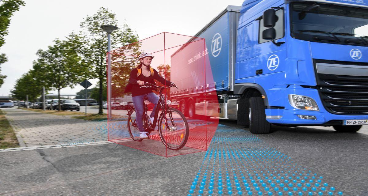 ZF apresenta sistema de assistência lateral para caminhões
