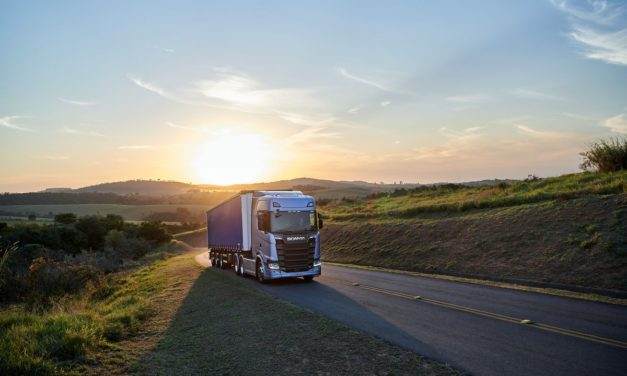 Scania inicia vendas da nova geração de caminhões