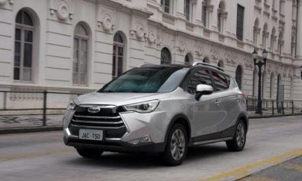 JAC lança T50 e anuncia importação de picape e carro elétrico