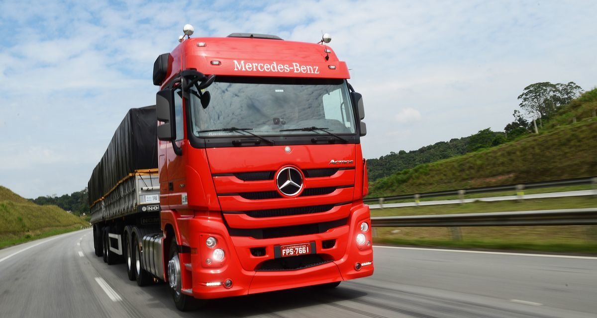 Mercedes-Benz domina venda de pesados no quadrimestre