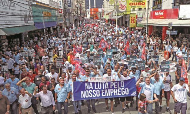 Passeata em São Bernardo contra fechamento da fábrica da Ford