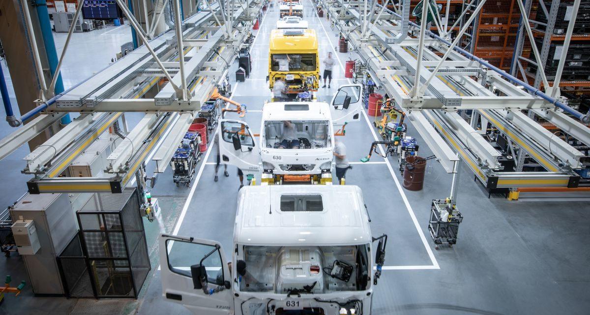 Mercedes-Benz inicia segundo turno em casa nova