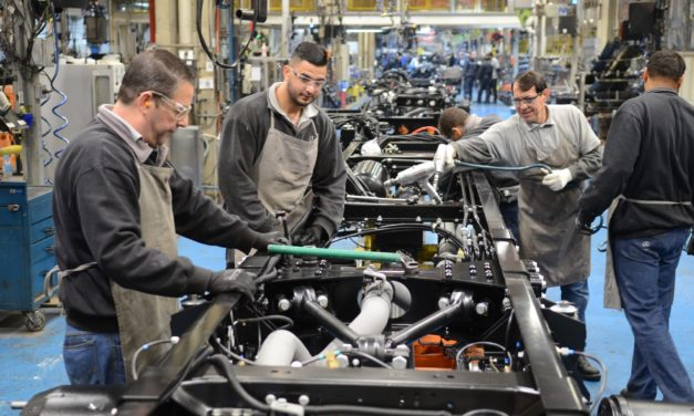 Acordo na Mercedes-Benz preserva salários até R$ 4 mil