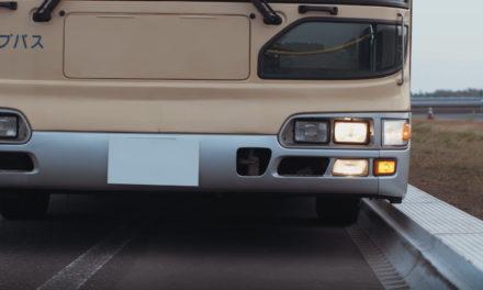 Meio-fio redesenhado facilitará acesso aos veículos