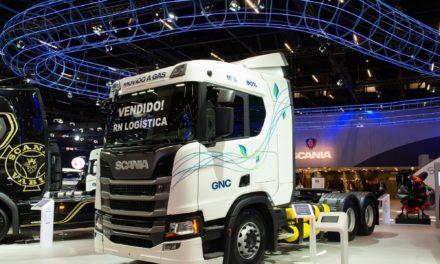 Scania vende primeiro caminhão a gás na Fenatran