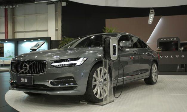 Volvo reembolsará gasto de cliente com eletricidade de híbridos