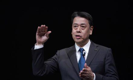 Makoto Uchida toma posse como novo CEO da Nissan