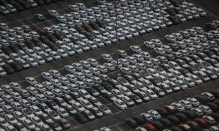 Veículos: varejo cresce só 1,9% no ano e venda direta bate recorde.