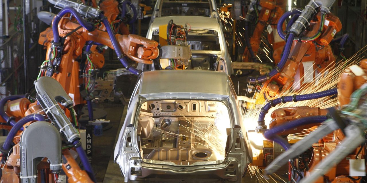 Veículos: produção cresce 2,7% no ano, emprego cai 3,2%.