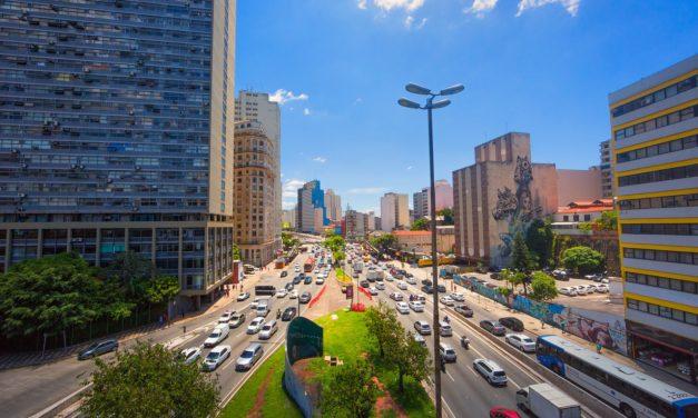 Com férias e isolamento, brasileiro gasta menos tempo no trânsito