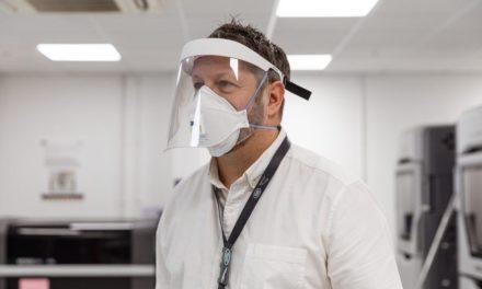 Jaguar Land Rover produz máscaras em Itatiaia