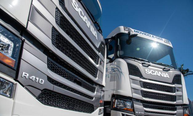Scania faz entrega dos primeiros caminhões a gás produzidos no Brasil