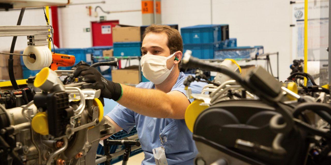 Fábrica de motores da Volkswagen reinicia operações