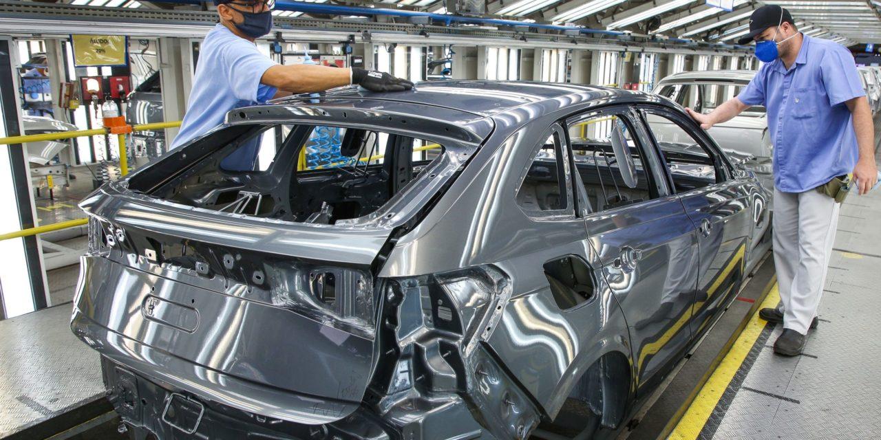 Apesar da falta de peças, Volkswagen mantém produção em alta