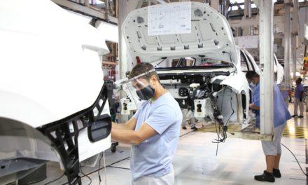 Produção cai pela metade, com perda de 610 mil veículos no ano