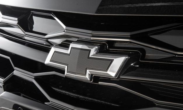 Chevrolet anuncia versão Midnight para o Onix Plus