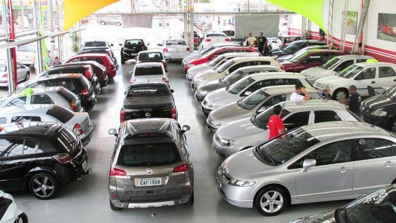 Comércio de veículos usados cai 9,6% em abril