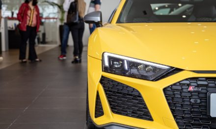Audi entrega dez unidades do superesportivo R8