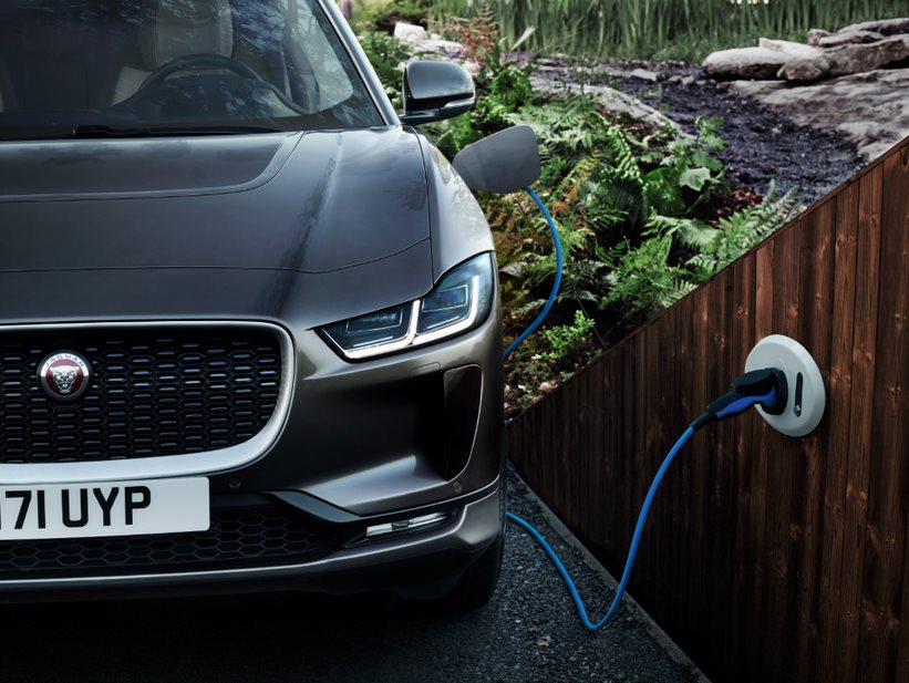 Revendas Jaguar Land Rover terão pontos de recarga