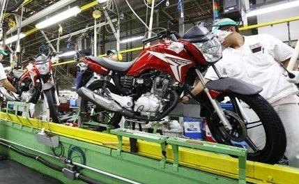 Montadoras de motos suspendem produção em Manaus