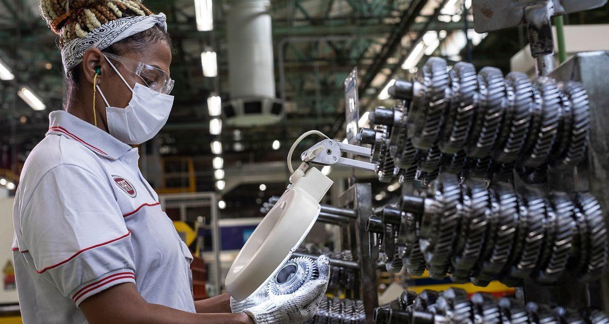 Em aceleração, planta da Stellantis já fabricou 15 milhões de transmissões