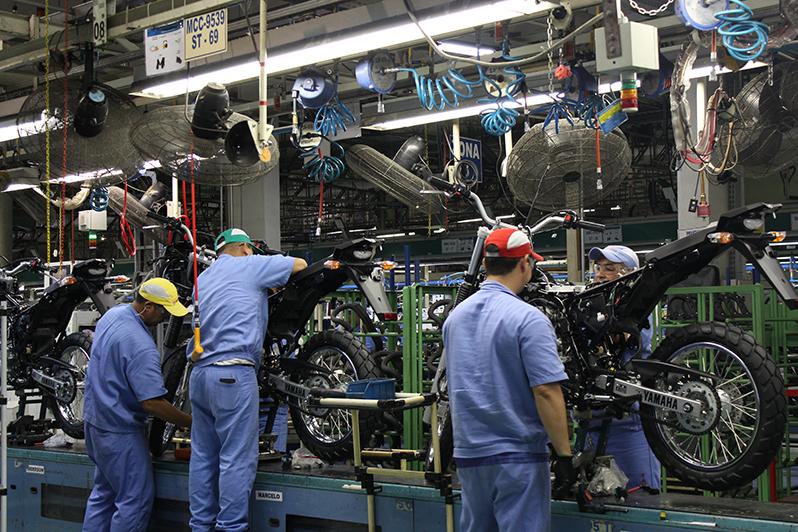 Produção de motos cresce em março, mas segue em declínio no ano