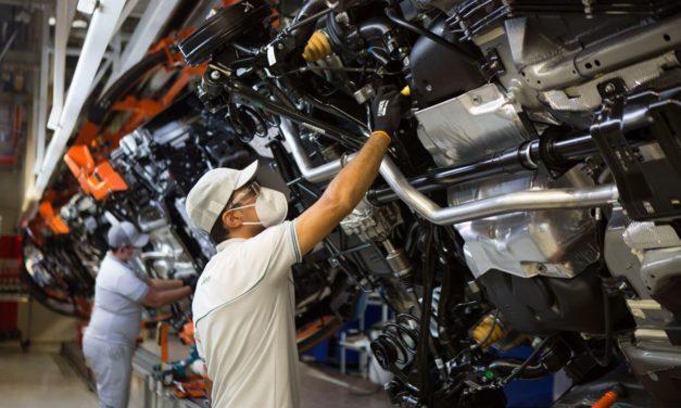 Pandemia e falta de peças freiam recuperação do setor automotivo