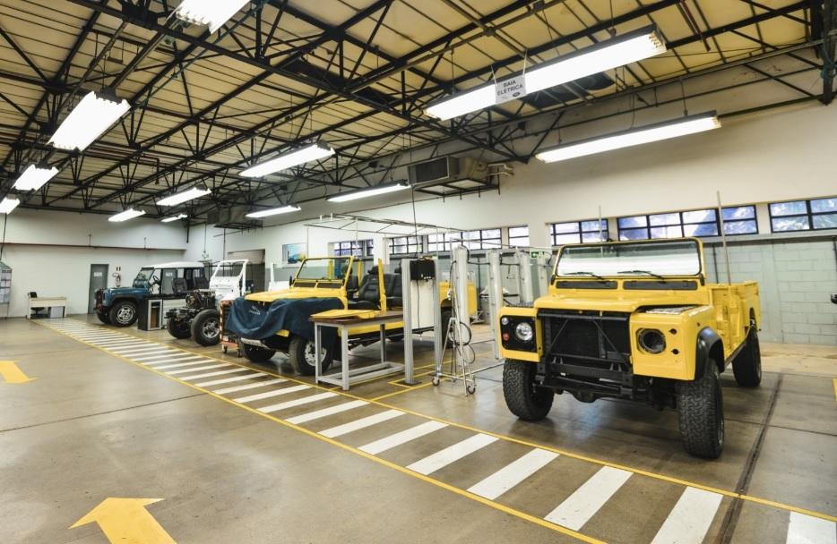 Jaguar Land Rover investe em clínica para restaurar clássicos