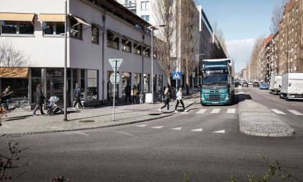 Caminhões elétricos da Volvo alertam presença no trânsito