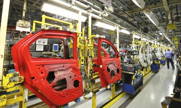 Falta de componentes força férias coletivas na Renault